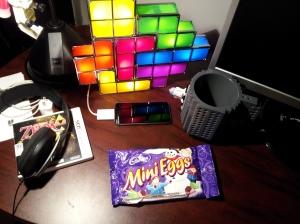 Ce qui trainait sur le bureau à la maison!  Du bon chocolat!