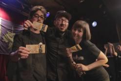 Les gagnants recevaient des gros bruns pour leurs bons gags. Crédit photo Geneviève Grenier